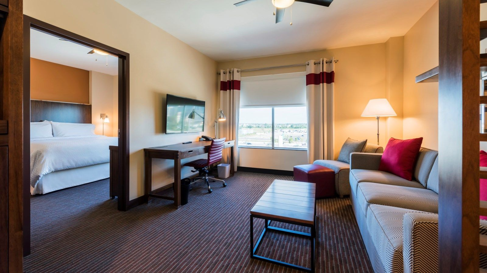 Houston Airport Accommodations - Suite